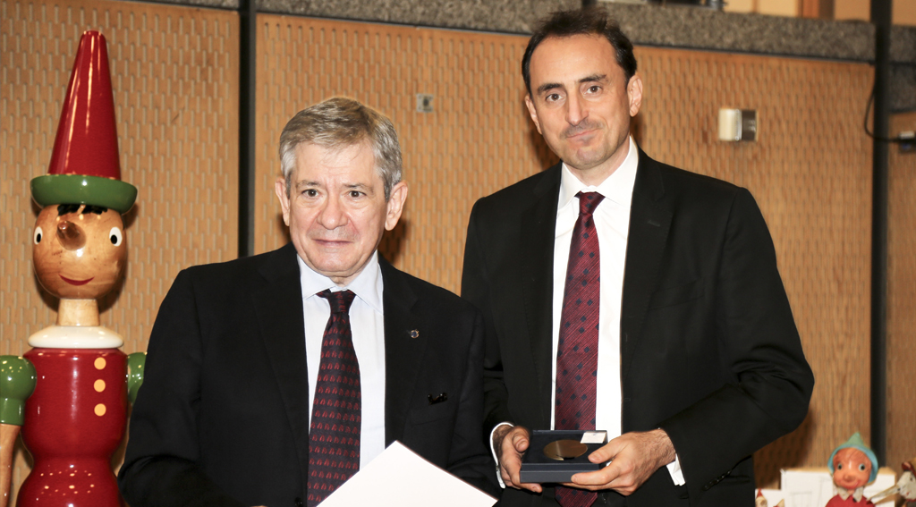Nicolas De Santis, BRAND EU founder, wins award for his work for European identity